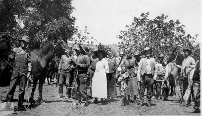Vaqueros and women/Vaqueros y mujeres